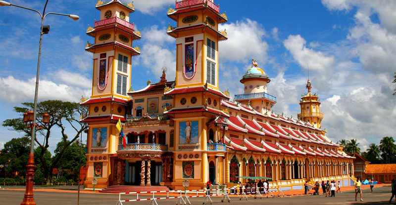 Saigon - Cu Chi Tunnels - Cao Dai Temple