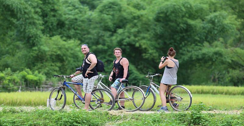 Biking Mai Chau